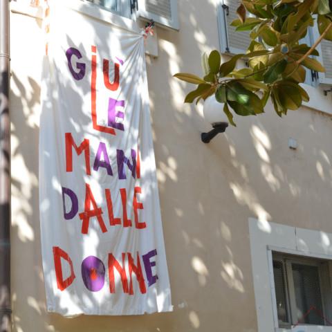 La maison est décorée avec des vestiges de manifestations./©Marie Gendra